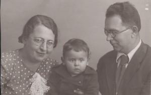 С мамой и папой, 1940