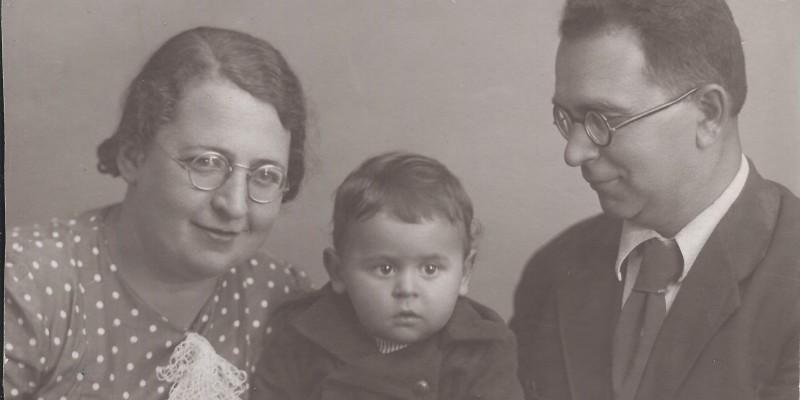 С мамой и папой, 1940 год