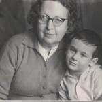 """Подпись Б.Золотарева к фото: """"1964 год, мама с моим сыном Витей"""""""