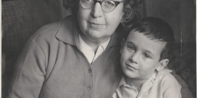 1964 год, сын Витя с моей мамой